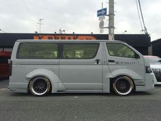 Mini Vans, Toyota Hiace, Gout, Custom Vans, Campervan, Tao, Caravan, Cars And Motorcycles, Nissan