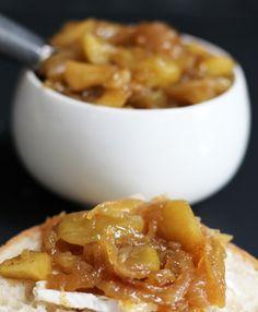 Apple y chutney de cebolla caramelizada.  Un condimento increíblemente sabroso, aperitivo o merienda.     Madre sabría