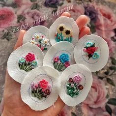Embroidery Jewelry, Embroidery Hoop Art, Hand Embroidery Designs, Ribbon Embroidery, Cross Stitch Embroidery, Hand Embroidery Stitches, Embroidery Flowers Pattern, Creative Embroidery, Brazilian Embroidery
