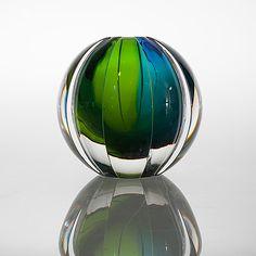 ERIKA LAGERBIELKE - Glass vase for Orrefors studio.