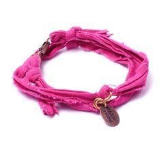 Bracelet vintage fushia Marie Depaire, bracelet en tissus fait main en France, à découvrir sur www.lilishopping.com/233-marie-depaire  #mariedepaire #madeinfrance #handmade #madeinparis #vintage #bracelethomme