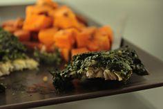 Propozycja niedzielnego obiadu :-) Zapiekany mintaj ze szpinakiem! Do tego bataty i sałatka z pomidorków <3 Z pewnością ryba będzie częstszym gościem na moim stole. Polecam! :)