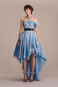 High - Low gathered skirt strapless dress with a black belt. I love the contrast of a very romantic dress with the strong impact of the belt. A very Edgy outfit. The ankle Bracelets are lovely!! Alexander McQueen Pre-Fall 2019 Collection - Vogue