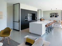 Architecten aan huis | Moderne keuken | Kookeiland | Woonkamer | Black&White| Stalen deuren Stijn Stijl fotografie Home Decor Kitchen, Kitchen Interior, Dream Home Design, House Design, Interior Styling, Interior Design, Home Decor Styles, Home Renovation, Cool Kitchens