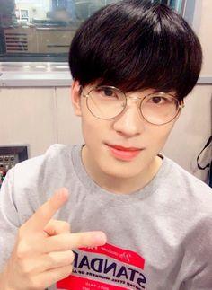 180718 #SEVENTEEN #Wonwoo at SBS Power FM Kim Chang Ryul's Old School Radio Mingyu Wonwoo, Seungkwan, Woozi, Kdrama, Vernon Chwe, Old School Radio, Vernon Hansol, Won Woo, Seventeen Wonwoo