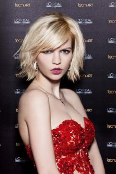 Large image of Medium Blonde straight hairstyles provided by Petra Mechurova.  Picture Number 24629 Latest 731d5e095
