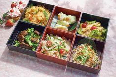 30個限定アジアンスタイルの桜ピクニックボックス