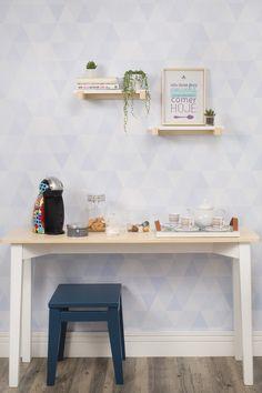 Cantinho do café! Charmoso, o Aparador de Madeira Mezuri vai conquistar o seu coração. Use esse aparador para sala de estar, sala de jantar, quarto, escritório e até mesmo hall de entrada. Descubra a multifuncionalidade do aparador e ainda combine-o com outros móveis para montar os ambientes dos seus sonhos!