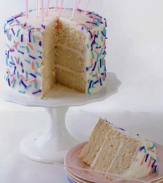 A perfectly moist vegan white cake recipe with a delicate taste. Do not double this recipe. If you try to mix more than one recipe at a time it causes the cupcakes to become too tough or in some cases too gummy. If you want to make an entire 3 layer birth Cake Frosting Recipe, Frosting Recipes, Cake Recipes, Dessert Recipes, Cake Icing, Vegan Treats, Vegan Foods, Vegan Desserts, Vegan Recipes