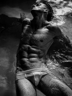 Male Fashion Trends: 'Liquid of Desire', una editorial con Daniil Silver por Doc Marlon