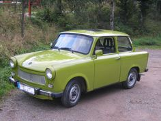 The Historical Significance of the Trabant Classic German Automobile Classic Motors, Classic Cars, East German Car, Automobile, Berlin Museum, Mens Toys, East Germany, Car Makes, Fidel Castro