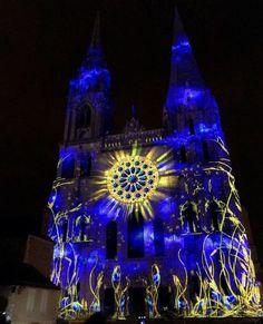 When the Chartres cathedral lights up ...a spectacle 💥  @bleudechartres #TravelFrance  #romantic #decor #hotel #hotellife #hoteldesign #hotels #hotelstyle #architecture #view #travelblogger #travels #travelguide #hotelinterior #traveler #traveling #traveltheworld #travelholic #traveleurope #wanderlust  #travel #bucketlist  #architecturelovers #europe   #wanderlust #traveladdict #hoteldesign #inspiration #inspo  #travelblog #destinationwedding #travelgram #dyi