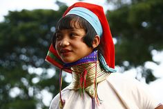 Long necked girl, Myanmar |  © Eric Lafforgue  www.ericlafforgue.com