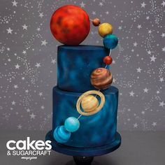Life in Sugar space cake. Gorgeous Cakes, Pretty Cakes, Solar System Cake, Kreative Snacks, Planet Cake, Galaxy Cake, Space Party, Space Theme, Star Wars Cake