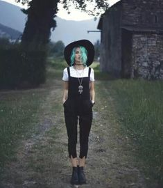 autumn outfit, grunge, dark outfit, fedora, black and white, colorful hair // @just_laura
