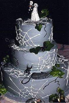 In honor of my wedding anniversary today, I thought some cool Halloween wedding cakes were in order! Horror Wedding, Zombie Wedding, Halloween Wedding Cakes, Halloween Cakes, Halloween Themes, Fall Halloween, Halloween Party, Halloween Decorations, Halloween Tricks