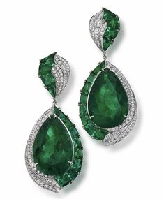 Jewelry OFF! Handemade pair of diamond and emerald baguette and a unique pair of 60 carat Pear shaped Emeralds from the haute Joaillerie Collection… Emerald Earrings, Emerald Jewelry, Enamel Jewelry, High Jewelry, Luxury Jewelry, Jewelry Art, Diamond Jewelry, Gemstone Jewelry, Jewelry Design