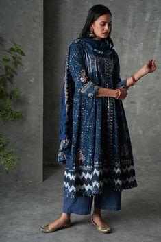 Indigo Off White Angrakha Anarkali Kurta – Sampada Cotton Dress Indian, Dress Indian Style, Casual Cotton Dress, Cotton Dresses, Indian Lehenga, Ethnic Outfits, Indian Outfits, Indian Dresses, Fashion Outfits