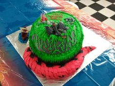 How to Train Your Dragon cake (tail view)