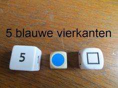 Zinnen maken met dobbelstenen. Eerste dobbelsteen cijfers, tweede kleuren en de derde vormen. De zin wordt: Vijf blauwe vierkanten.