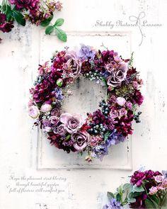 "3,665 Synes godt om, 45 kommentarer – Shabby & Naturel Sato Mari (@shabby_naturel) på Instagram: ""この時期、年末にかけては、やらなくちゃ~!があとからあとから追いかけてきますね。^^; ・ 若干、何をしていても焦る気持ちがあるのは、この時期特有かしら?(*´ω`*) ・…"" Easter Wreaths, Christmas Wreaths, Christmas Decorations, Deco Floral, Arte Floral, Wreath Crafts, Diy Wreath, Silk Flowers, Dried Flowers"