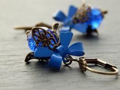 Ohrringe - Blau mit Schleife  von Perlenfontäne auf DaWanda.com