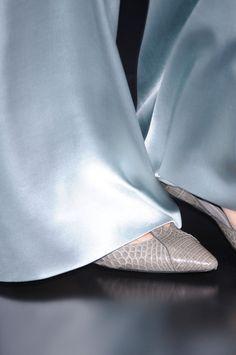 Armani Privé I aspire to this level of finish Shades Of Light Blue, Armani Prive, Carolina Blue, Blue Fashion, Couture Collection, Turquoise, Fashion Details, Giorgio Armani, Baby Blue