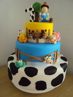 Confeccionado em biscuit Barnyard Party, Farm Party, Cowboy Theme Party, Fake Cake, Cowboy And Cowgirl, Toy Chest, Party Themes, Biscuits, Picnic