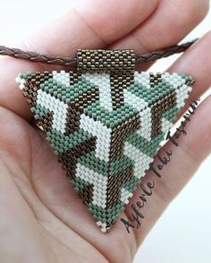This Pin was discovered by ulk Bead Crochet Patterns, Peyote Patterns, Bracelet Patterns, Beading Patterns, Beading Tutorials, Triangle Earrings, Seed Bead Jewelry, Beaded Jewelry, Bead Jewelry