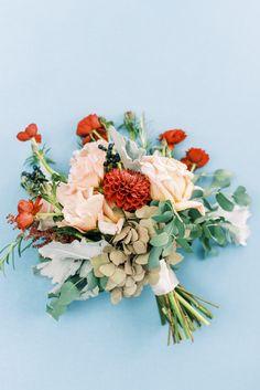 A bridal bouquet full of Garden Roses, Dahlias, Eucalyptus and more. Photo: @laurynkayphotography Park Weddings, Big Day, Portland, Flower Arrangements, Wedding Flowers, Dream Wedding, Floral Wreath, Reception, Bouquet