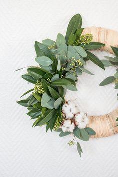 Ma couronne de Noël végétale ! | Oui Are Makers Christmas Flowers, Christmas Diy, Diy Couronne Noel, Oui, Nature, Ideas, Door Wreaths, Flower Crowns, Diy Tutorial