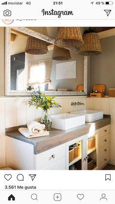 Bathroom Design & Decor - 7 Great Ideas for Your Bathroom Remodel - Ribbons & Stars Rustic Bathrooms, Small Bathroom, Classic House Design, Bedroom Lamps, Design Studio, Sweet Home, Construction, Home Decor, Mira Mira