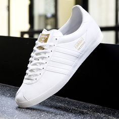 adidas Gazelle OG Leather - Adidas White Sneakers - Latest and fashionable shoes - adidas Originals Gazelle White Scotts Adidas Gazelle Outfit, Adidas Gazelle White, Moda Sneakers, Sneakers Mode, Casual Sneakers, White Sneakers, Adidas Sneakers, Fashion Boots, Sneakers Fashion