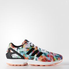 Inspired by the mid-'80s ZX runner, these ZX Flux women's shoes show off a dynamic watercolor print for standout style. Built with a molded EVA outsole and the iconic ZX heel cage.