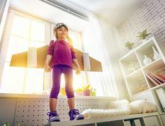 Ezekkel a játékokkal sokkal hatékonyabban megelőzhetők és kezelhetők a specifikus tanulási zavarok kisgyerek korban, mint néhány évvel később bármilyen kiváló terápia. A gyakorlatgyűjtemény hasznos szakanyag mindazon szakemberek, fejlesztő pedagógusok, logopédusok, pedagógusok, pszichológusok valamint szülők számára, akik a specifikus tanulási zavarok kialakulásának megelőzésében szeretnének eredményeket elérni, illetve az éppen kialakuló problémákat még idejében kezelni.
