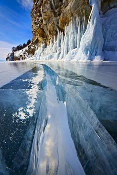 Niezwykłe efekty zamarzania wody w Bajkale - Joe Monster