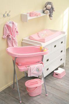 todo lo imprescindible para el baño del bebé, termobañera, cambiador, set de manicura, albornoz, capa de baño... de la marca BEBEJOU
