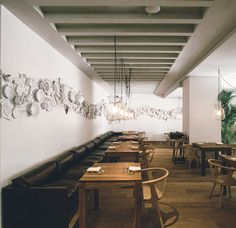 The Table, located in the new URSO boutique hotel in Madrid, is the recently revamped Restaurante Cenador de Amós. A pop-up restaurant featuring a rotating Restaurant Themes, Pop Up Restaurant, Restaurant Design, Interior Design Layout, Cafe Design, Pottery Cafe, Modern Cafe, Style Rustique, Cafe Bistro