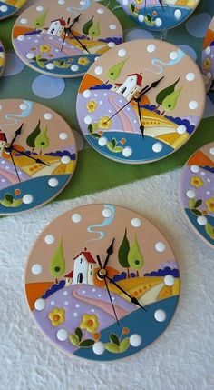 ceramic as a craft: Always cheerful. Clocks with landscapes .- ceramica come mestiere: Sempre allegri. ceramic as a craft: Always cheerful. Clocks with landscape. Diy Home Crafts, Crafts For Kids, Arts And Crafts, Paper Crafts, Pottery Painting Designs, Paint Designs, Cd Diy, Art N Craft, Polymer Clay Crafts
