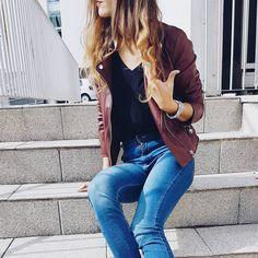 Burgundy faux leather jacket is one of my fall essentials 🙌  O casaco bordô de couro falso é uma das minhas peças essenciais para o outono 🙌