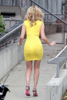 More Pics of Elizabeth Banks Bandage Dress