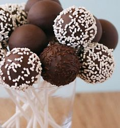 Cake Pops homemade and easy - Cooking Recipes Sweet Recipes, Cake Recipes, Dessert Recipes, Cake Pops Stiele, Chocolate Cake Pops, Chocolate Food, Cookie Pops, Cupcakes, Cakepops