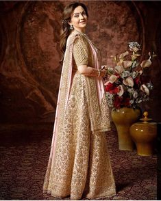 Here's How Nita Ambani Nailed The 'Mother Of The Bride' Look At The Grand Ambani Wedding! Mother Of The Bride Looks, Mother Of Bride Outfits, Mom Outfits, Indian Wedding Outfits, Indian Outfits, Ethnic Outfits, Bridal Outfits, Indian Weddings, Brides Mom Dress