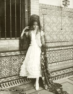 Princess Ileana of Roumania wearing a Spanish dress and a mantilla. Wearing a Spanish dress and mantilla Sissi, Romanian Royal Family, 1920s, Spanish Dress, Princess Alexandra, Elegant Man, Women In History, Queen Victoria, Beautiful Images