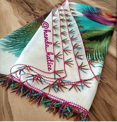 Fotoğraf açıklaması yok. Saree Tassels, Needle Lace, Scarf Styles, Embroidery Designs, Elsa, Diy And Crafts, Blanket, Instagram, Border Tiles