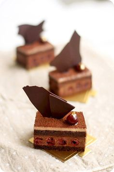 from bottom : griotte syrup-soaked chocolate joconde sponge, griottes, dark chocolate chantilly, milk chocolate chantilly