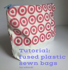Tutorial: Zippered pouch made from plastic grocery bags