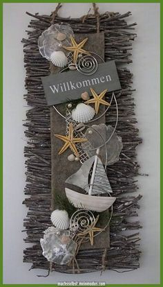 Filz, Seestern… Pearls and jewelery wire. Can be used as a door decoration or as a wall hanging. Driftwood Crafts, Seashell Crafts, Sea Crafts, Diy And Crafts, Baby Crafts, Felt Wall Hanging, Summer Wreath, Beach House Decor, Decorating Blogs
