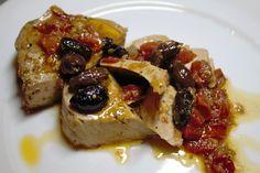 I tranci di tonno alla mediterranea sono un secondo piatto a base di pesce semplice da realizzare ma estremamente buono. Ecco la ricetta