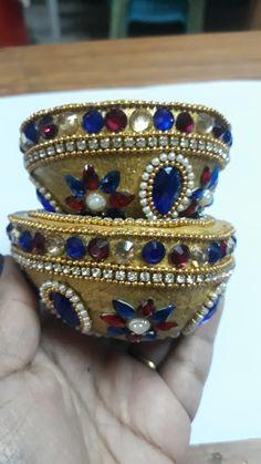 Diwali Diya, Diwali Craft, Wedding Crafts, Wedding Decorations, Kalash Decoration, Coconut Decoration, Wedding Gift Baskets, Decorated Envelopes, Simple Rangoli